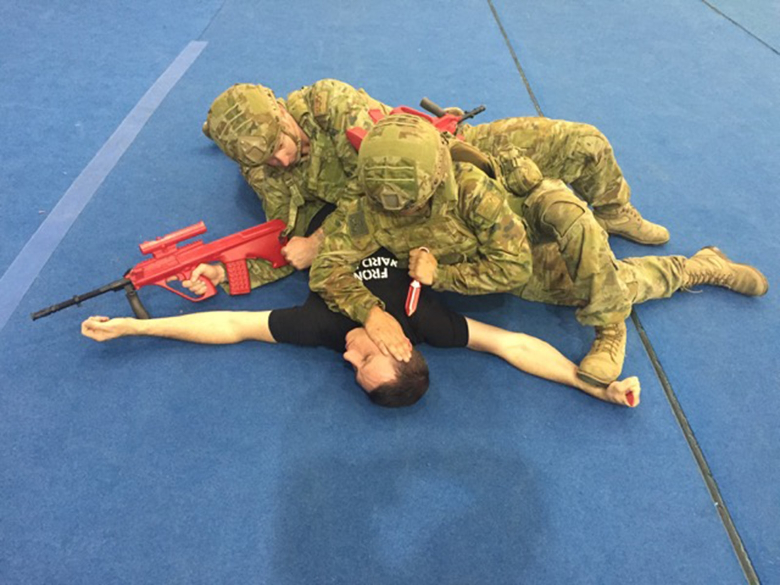 A team of soldiers apply high-cross domination with the 'any available weapon' principle during ACP training